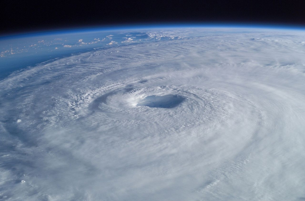 1280px-Hurricane_Isabel_from_ISS