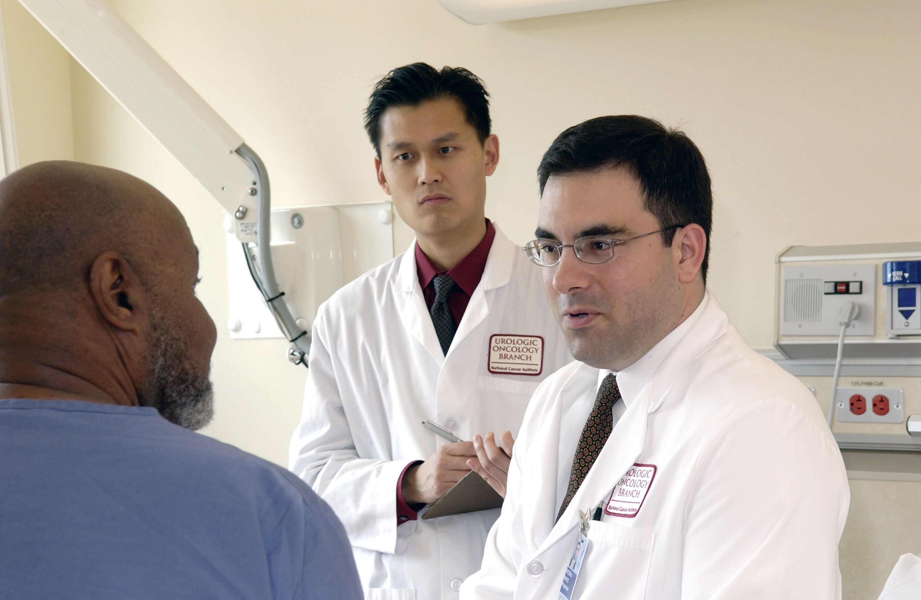 Doctor_consults_with_patient_(4)